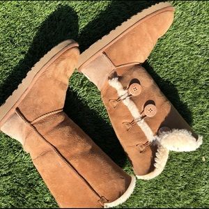 VERY WORN uggs